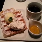 18498993 - ハニーバタークリーム(490円)&セットブレンドコーヒー(150円)です。2013年4月