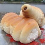 テラサワ・ケーキ・パンショップ - 生クリームコロネ 147円、チョココロネ 116円