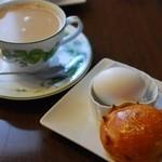 くるみカフェ - 料理写真:カフェオレ(パンと茹で卵が付きます)