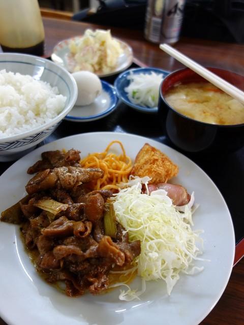 倉井ストアー - もつホルモン定食600円