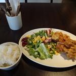 18505689 - 若鶏の唐揚げ 特製マヨネーズソースかけとご飯