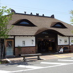 18506433 - ネコの顔をモチーフにした貴志駅舎(たまカフェはこの中にある)