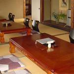中川屋 - 1階のお座敷では20~30名様までの法事や宴会などでご利用できます。コースメニューもございますのでお問い合わせください。