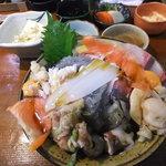 18508916 - 海鮮丼・上(味噌汁、小鉢が沢山付いて1,500円)
