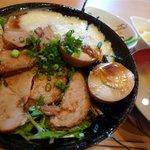 くろまめ - Aランチ 煮豚丼 / 800円