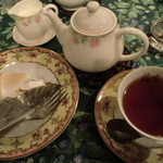 ティーハウス 茶摩 - 紅茶たっぷり2杯、ミルクもたっぷり♪