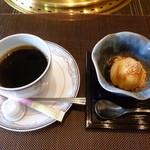 釜山道川 - 黒蜜きなこアイス&ホットコーヒー