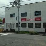 シロヤベーカリー - 黒崎駅前にあるシロヤ。駐車場はないけど、お店の前にでっかい駐車場があります。でも行った時は満車だった…