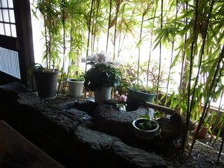 蔵 - お店の中にある庭