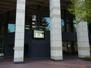 オリエンタルカフェ&バール ラカンタ - お店の外観。県総合文化センターの2階にあります
