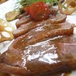 レストラン オゼルブ - 料理写真:鴨のロースト ディナーでお召し上がりいただけます