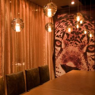 艶やかモダンなデザイナーズ個室。様々なシーンでご利用下さい。