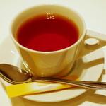 ジューシー トランプ - モーニングパンケーキセット《パンケーキ2枚》(セットでオーダーした紅茶、2013年4月)