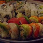 Cafe Sushi - レインボーロール、カリフォルニアロール、サーモンとクリームチーズロール