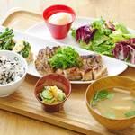 おぼんdeごはん - 料理写真:バランスを考えた定食スタイルのお店です。