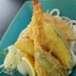 うどん屋 いけ麺 - えび天と野菜の天ぷらのぶっかけ