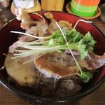 黒てつ家 - 黒豚丼¥700