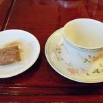 ベノア - スコーンの方は撮り忘れちゃいましたが、紅茶に茶菓子が付属していましたw
