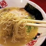 博多風龍 - 麺はバリカタです
