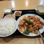 18545008 - 鶏肉角切り唐辛子炒めランチ700円