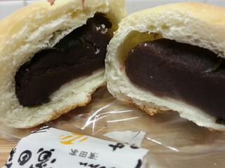 小麦と酵母 濱田家 三軒茶屋本店 - 桜アンパン断面