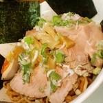 麺屋 賢太郎 - 油そば (ラー油、チャーシュートッピング)