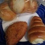 もんまるとる - カレーパン、コロネ、テーブルパン