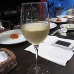 18548098 - せっかくワインの美味しそうなレストランに来たんでこの日は白ワインで乾杯です。