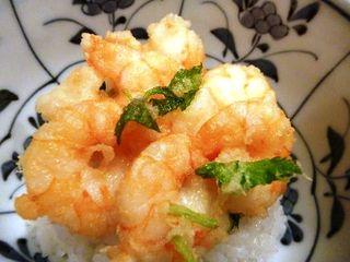 天ぷら わかやま - 天丼・・この小海老の天ぷら美味しいですよ。別で天丼のたれを出してくださる配慮もいいですね。