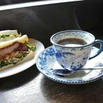 宮田屋珈琲レンガ館 Cafe - 料理写真:サンドイッチは、ポテサラサンドと、桜島美湯豚カツサンド