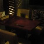 18549593 - テーブル席。お洒落な内装です