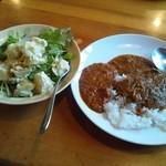 咖哩亭 - ランチのカレーバイキングとサラダです。