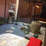 ななたに - 町屋を改装した店内から見えるお庭に、心癒される。