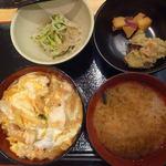 歩々 - 伊達鶏の親子丼(小鉢2品付き)