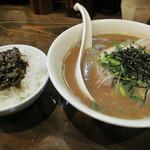 拉麺 いっき - 麺類の値段+100円で、白ご飯か辛子高菜丼をつけられます。