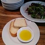 18556441 - セットのサラダとパン