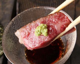 鉄板焼 黒田屋 - 老舗 吉澤商店より黒毛和牛雌牛熟成肉のサーロインステーキ 甘い 山葵と醤油でさっぱりとお召し上がりください!