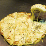 お好み焼 南風 - もっちりチーズチヂミ・・・もっちりとした食感で女性に人気!