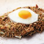お好み焼 南風 - そばめし・・・すじ肉入りでボリューム満点!南風人気商品!卵と一緒にどうぞ。