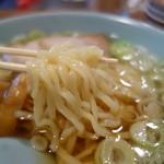 丸信ラーメン - 麺は加水率高めの縮れ麺!