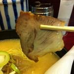 横浜元祖 札幌や - ミドルサイズで薄めの豚チャーシュー