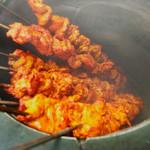 神戸Aarti - 壺状の窯なので、串に刺してこんな感じに焼き上げます!