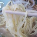 ラーメンショップ - 塩とんこつラーメン 麺アップ