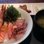 一魚一会 - 名物 海鮮丼1800円