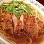 中国料理 小花 - 季節の麺、パーコー麺です!カリカリのトンカツはジューシーで、太縮れ麺とよく合います(^^)
