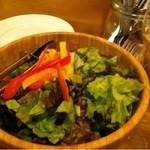 フジミザカ - ワインブッフェに付くお通しサラダはお代わり可(2013.4)