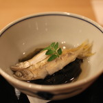 樋口 - 先付 (稚鮎の酒蒸し と 梅風味の若布) (2013/04)
