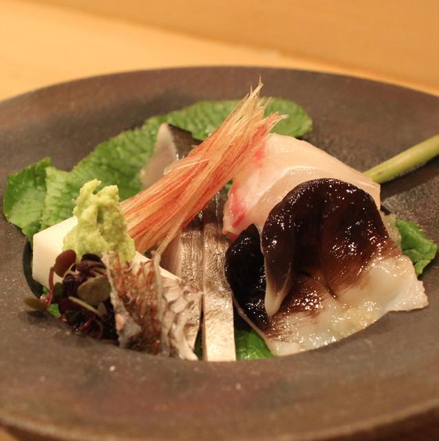 樋口 - お造り (鯛、燻しサゴチ(鰆の若魚)、愛知県産 トリ貝) (2013/04)