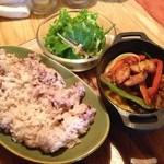 ハティフナット アジアの扉 - 鶏と野菜のオーブン焼き(950円)