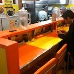 キッチンABC - カウンターもこの色!